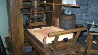 Por sus más de cinco siglos de existencia y por las utilidades que ha proporcionado durante este período tan extenso, la imprenta constituye una realidad cotidiana...